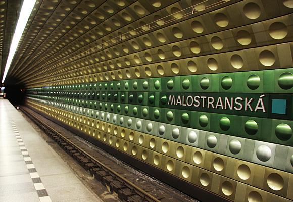 地下鉄MALOSTRANSKA構内の写真